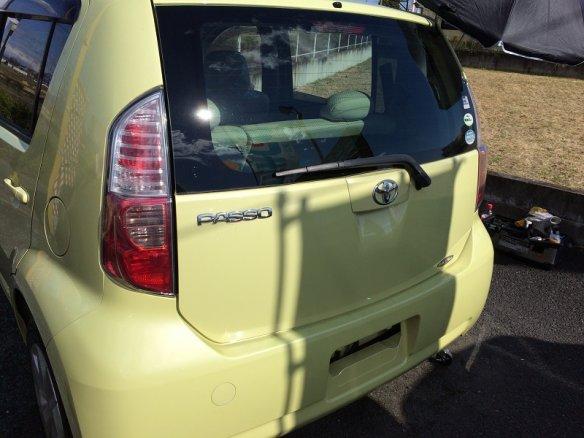 トヨタパッソの凹みをデントリペアで修理