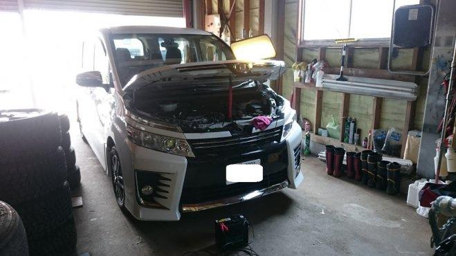 TOYOTA ボクシーのボンネットに出来たヘコミをデントリペアで修理 千葉県富里