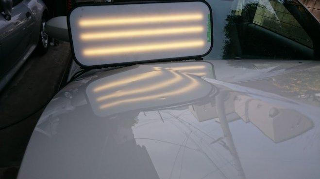 BMWのボンネットに出来たヘコミや出っ張りの数々をデントリペアさせて頂きます